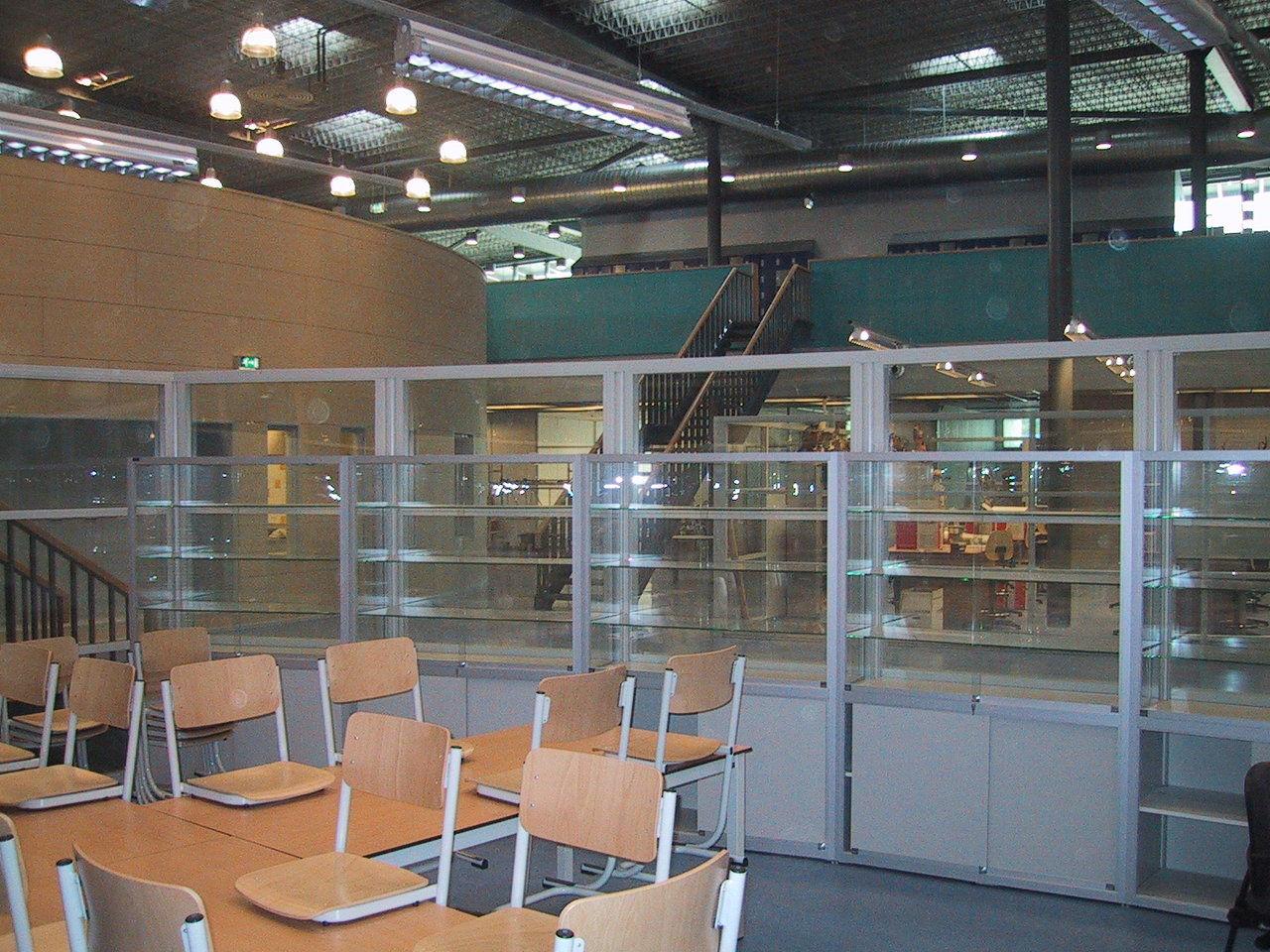 Schoolmeubilalir werkplaatsinrichting maatwerk for Inrichting interieur