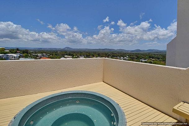 Rooftop spa and sauna