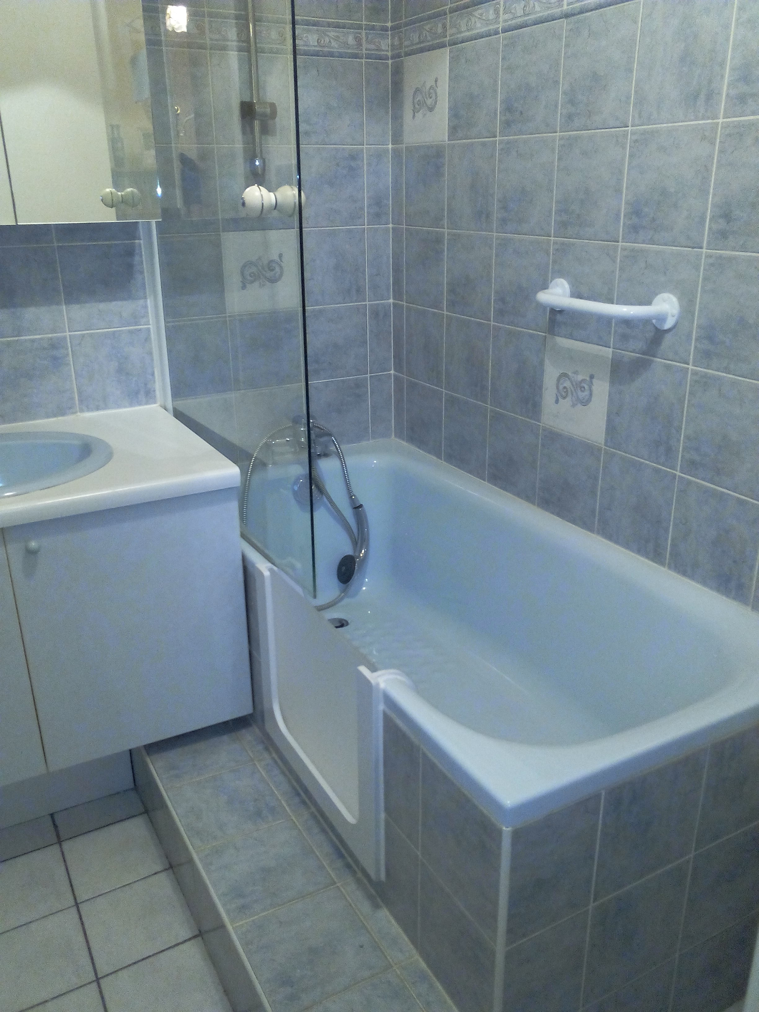D couvrez notre derni re installation d 39 une porte tanche de baignoire - Installation d une baignoire ...