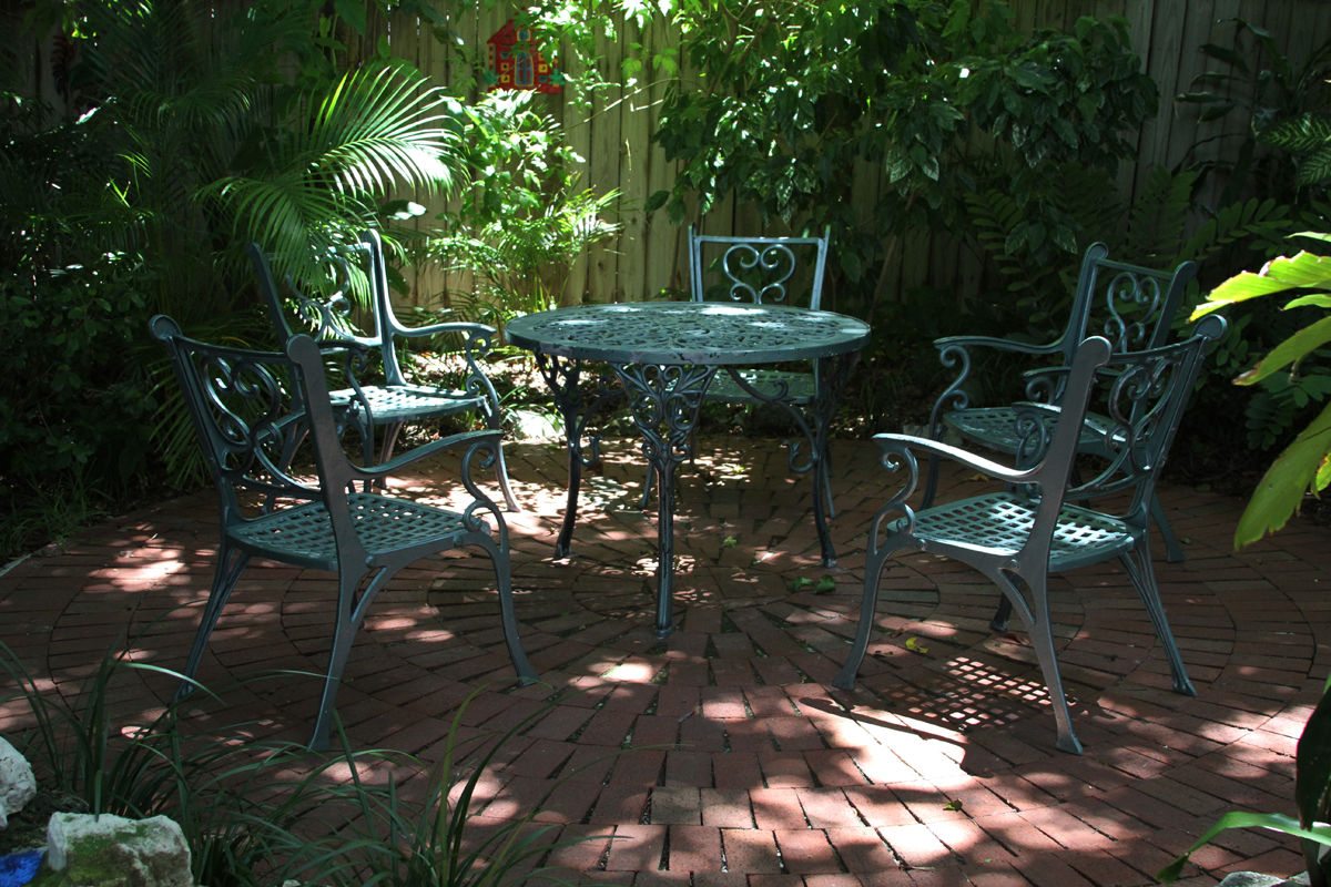 Duval House Secluded Patio