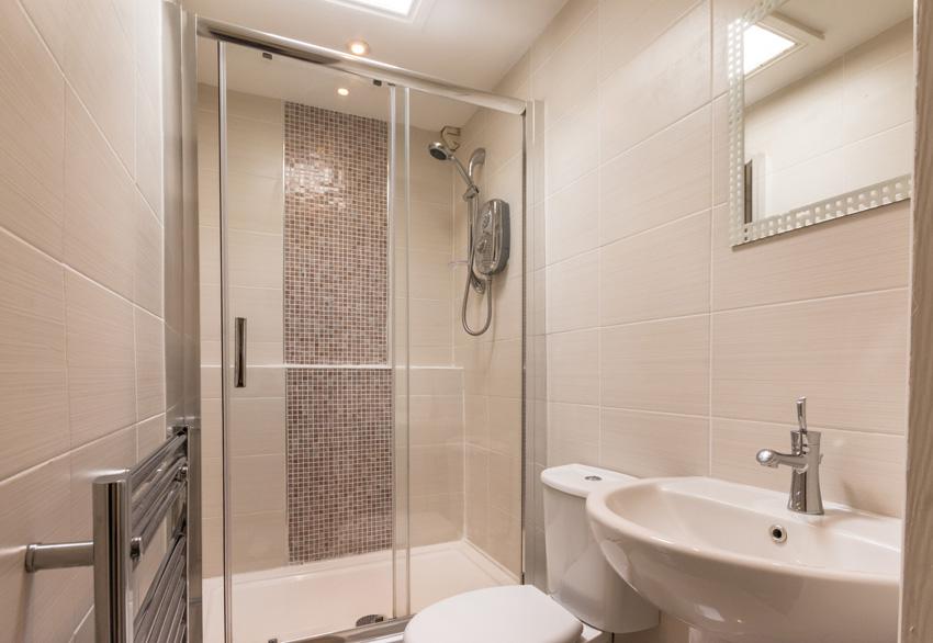 Harbour Lights Self Catering Apartments In Brixham Devon Bathroom