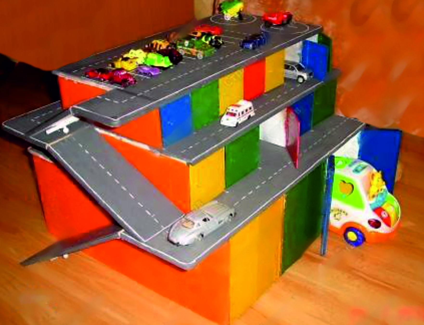 Как из коробки сделать гараж для машинок 162
