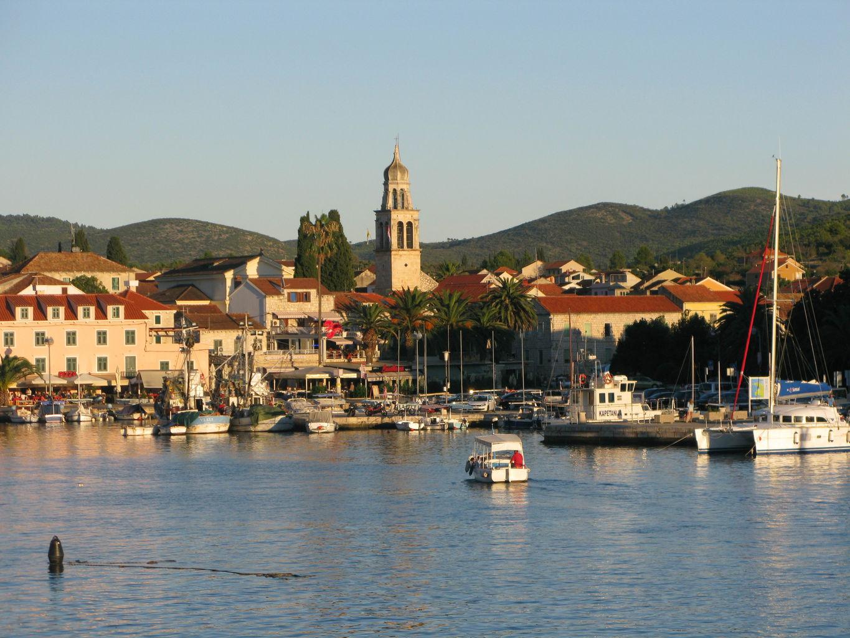vela-luka-town-view.jpg