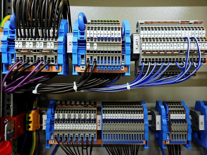 switchgear-2069791_1920.jpg