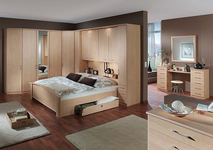 modern wood and traditional bedroon