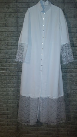 lace robe front uprite.JPG