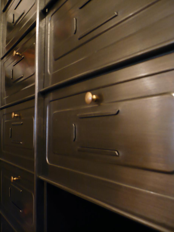 mobilier industriel meuble clapets artchiarty marseille. Black Bedroom Furniture Sets. Home Design Ideas