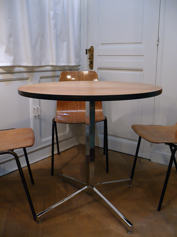 table ronde vintage mobilier vintage artchiarty marseille. Black Bedroom Furniture Sets. Home Design Ideas
