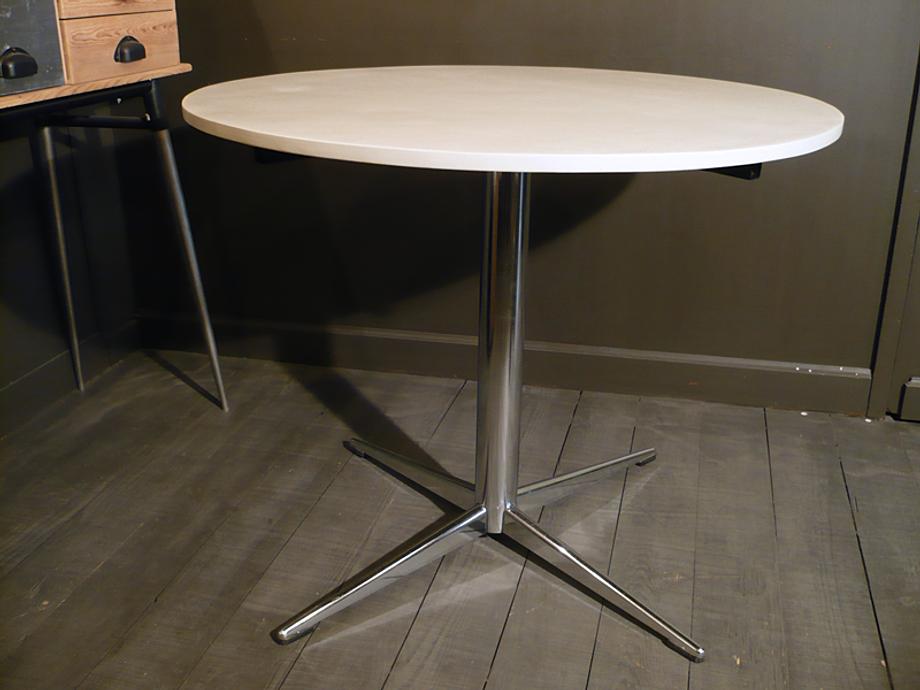 table vintage mobilier vintage artchiarty marseille. Black Bedroom Furniture Sets. Home Design Ideas