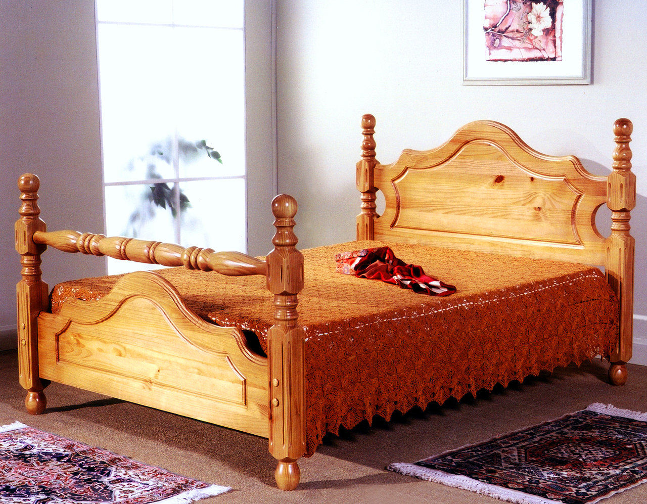 COTSWORLD DOUBLE BED