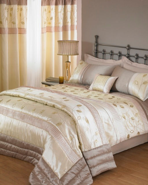 CREAM DUVET AND PILLOW COVER