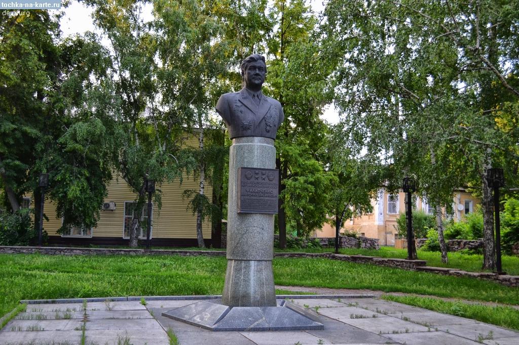 Памятник с семейный Богучар Памятник Скала с колотыми гранями Сольвычегодск