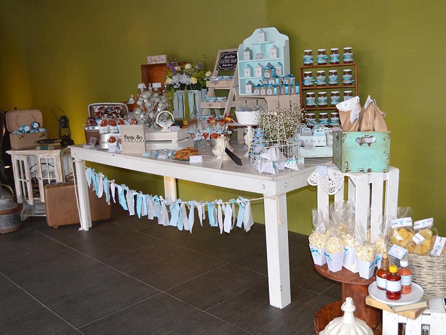 Dise o y detalles mesas de dulces for Como decorar mesa de postres para baby shower