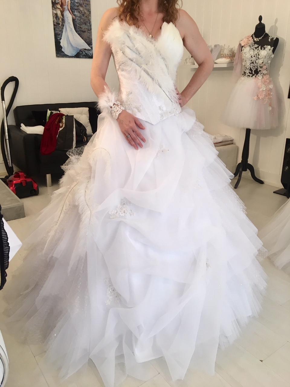 Robe de mariée princesse avec bustier en plume d\u0027autruche