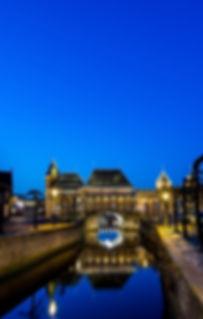 koppelpoort bij nacht gezien vanaf museum flehite, nieuwe verlichting