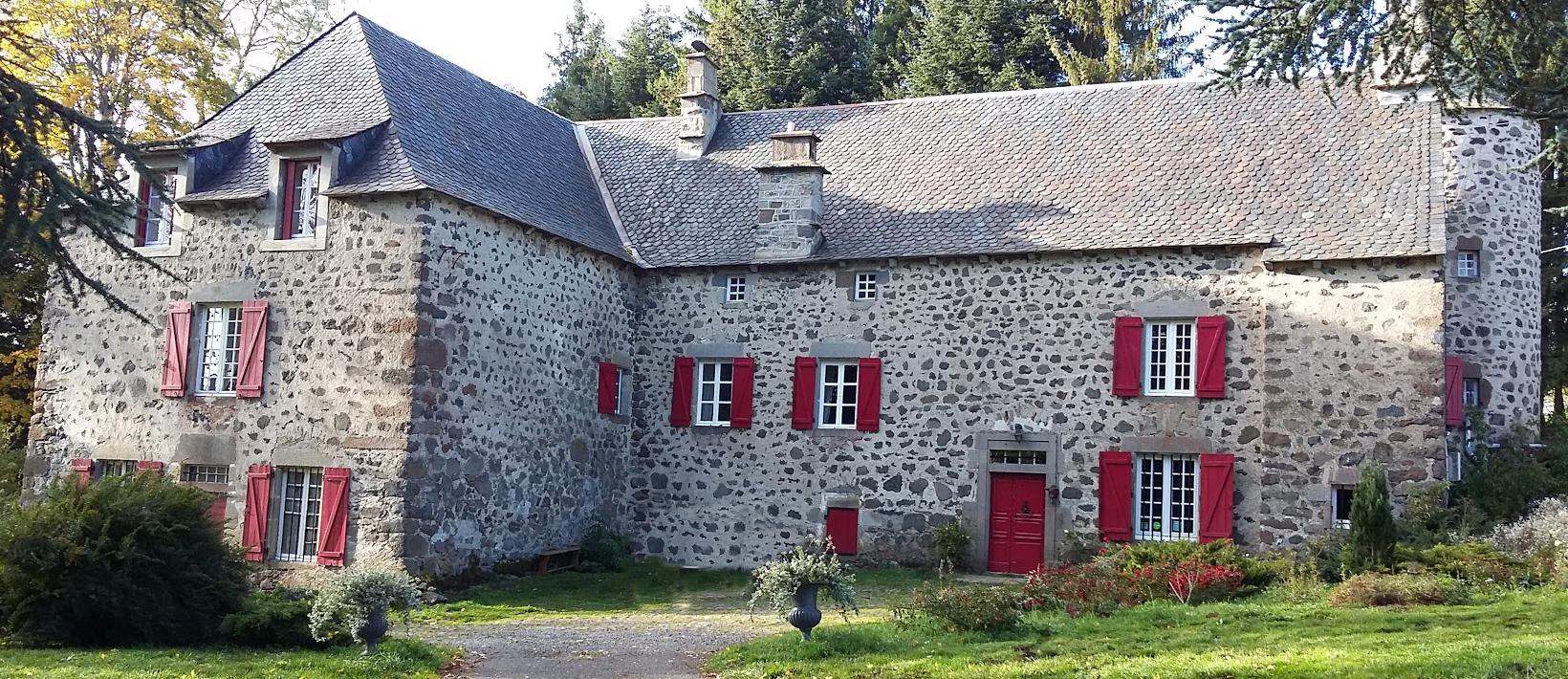 Ferme des prades chambres d 39 h tes cantal auvergne for Auvergne chambre d hote