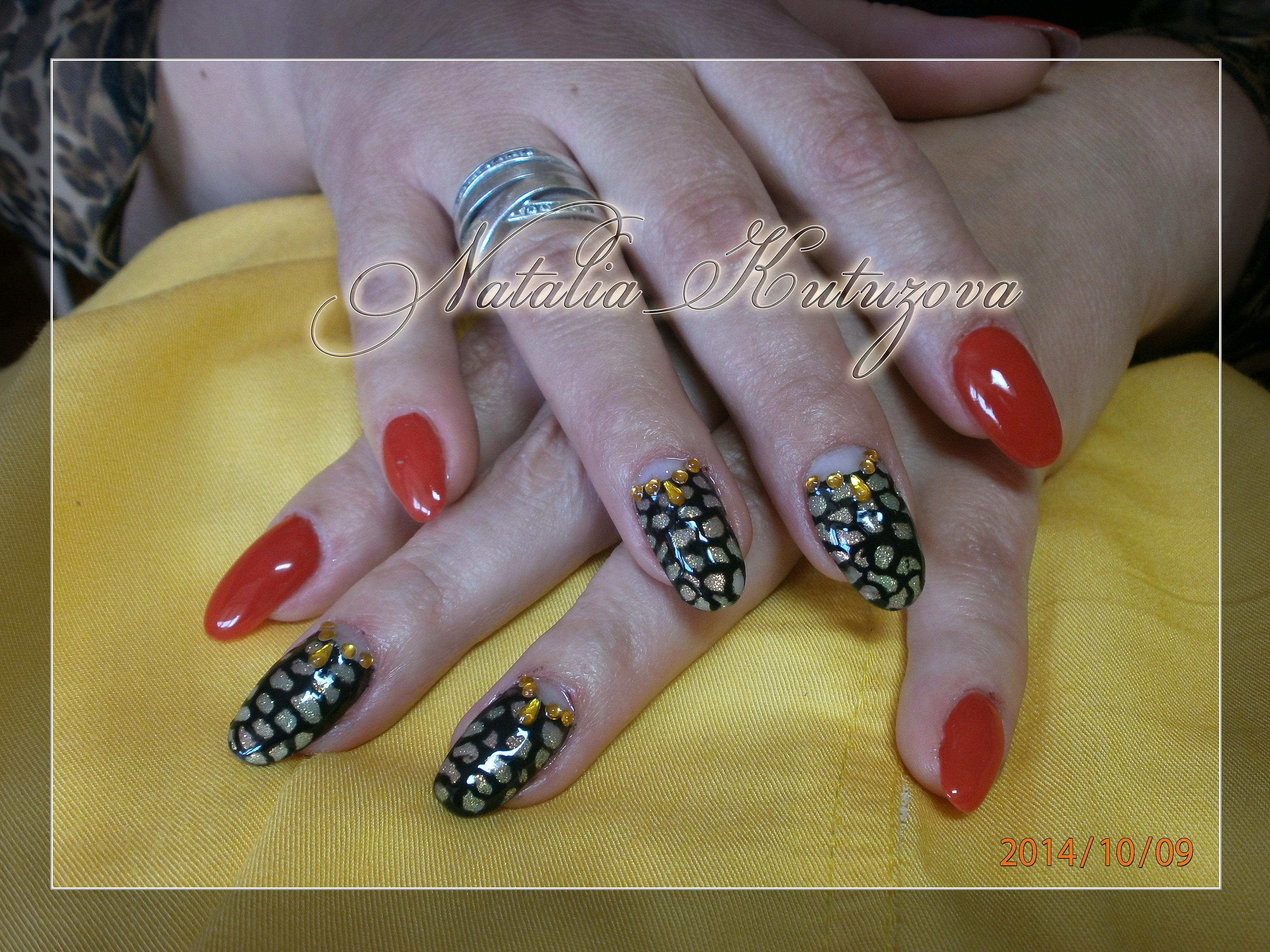 Стразы на нарощенных ногтях