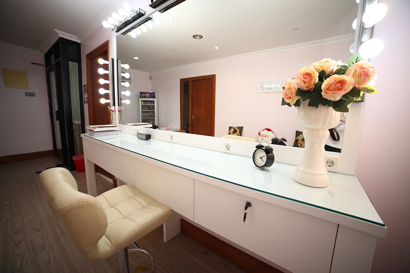 simple makeup simple hairstyle beauty room furniture