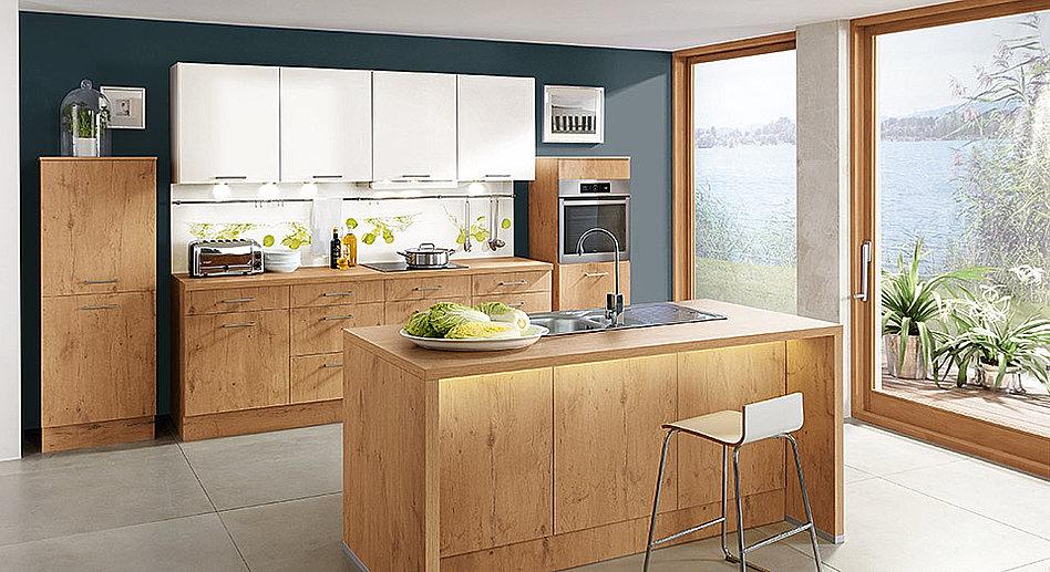 Gallerie Küche mit Essplatz aus Holz   Gestaltungsidee
