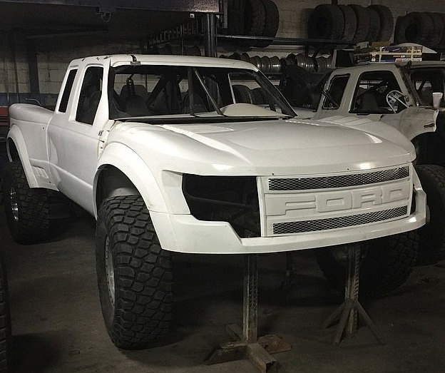 soon! F-350 4x4 with a 2017 Ford Raptor body style running