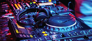 Headphone-Zone_What-to-Look-for-in-DJ-He