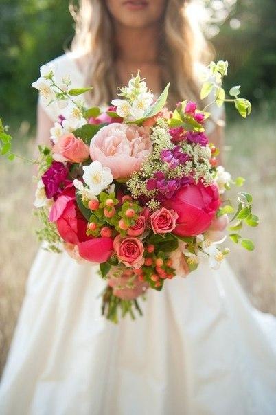 Новый свадебный сезон диктует моду на те или иные цвета и палитры. Ведь в свадьбе, как и в моде, есть свои законы. В 2015 году стильным невестам