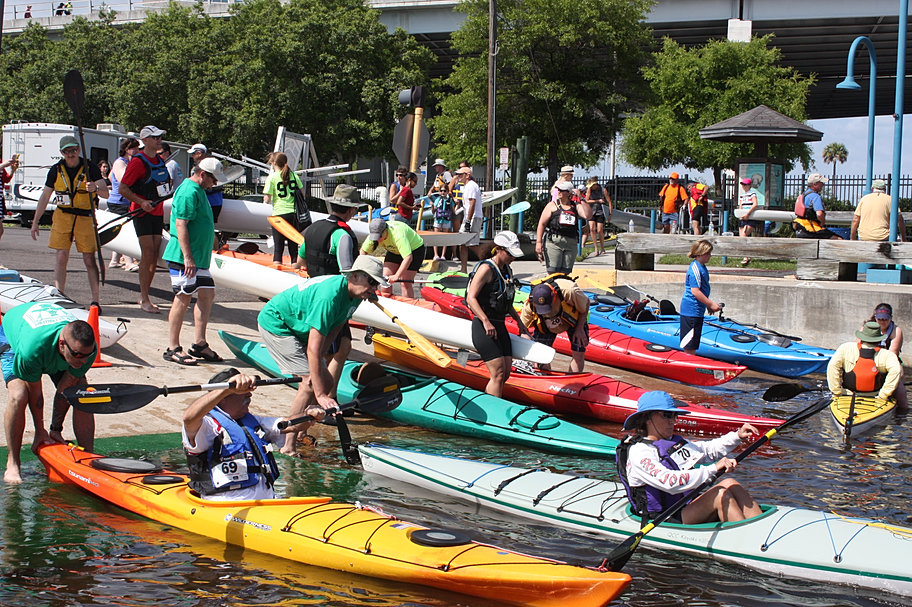 6-mile paddle boat race on St. John's River in Jacksonville, Florida // River City Eco Fest