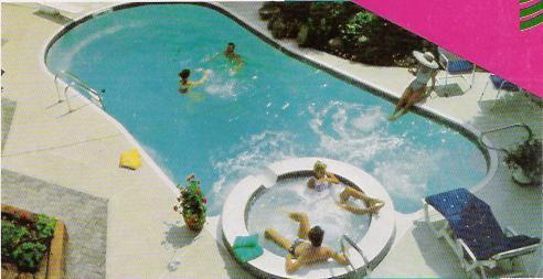 Piscinas en poliester reforzadas con fibra de vidrio swin for Cerramiento para piscinas colombia