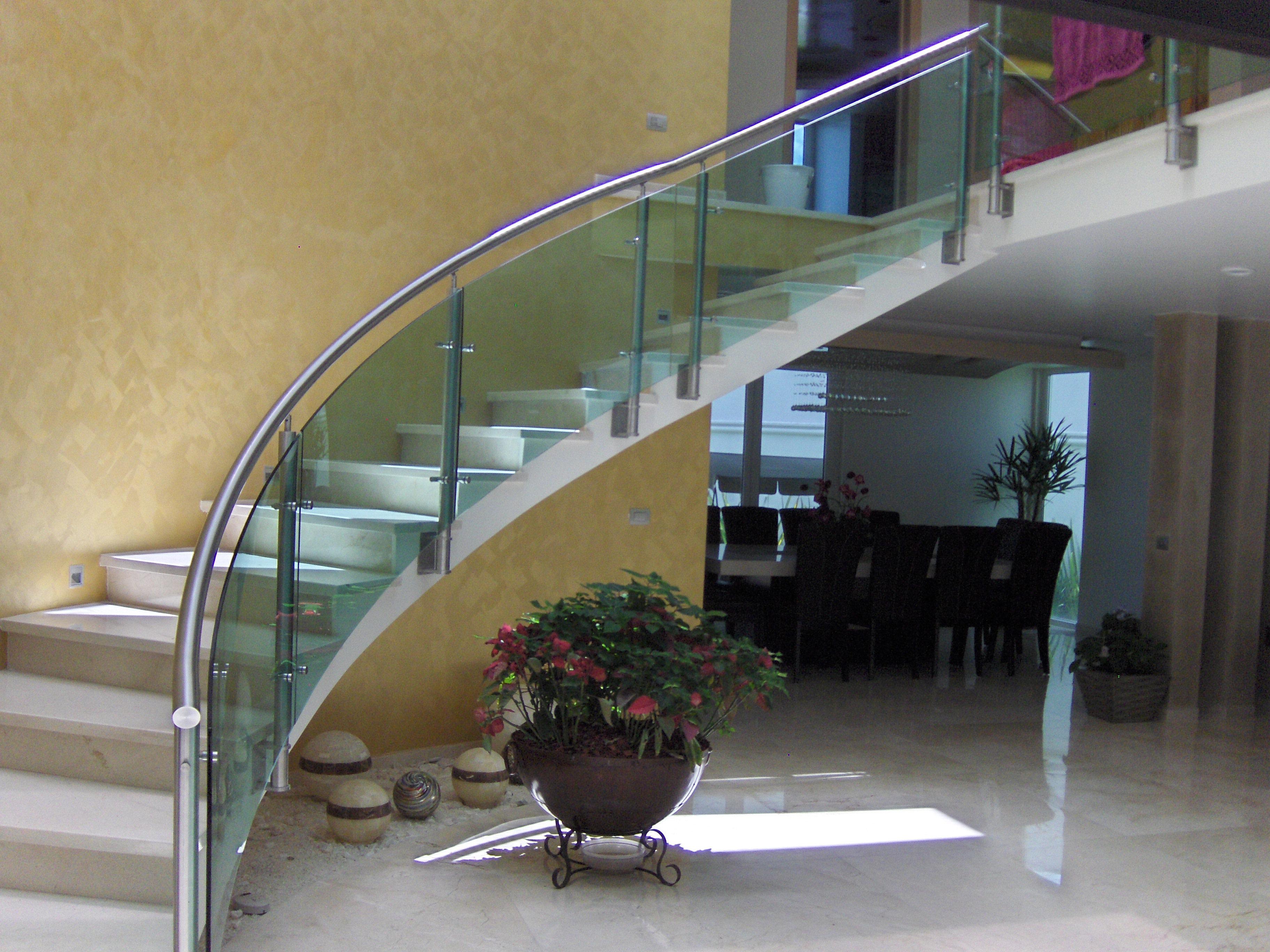 Mebinox barandales y muebles en acero inoxidable pachuca hgo barandal curbo con cristal - Escaleras con cristal ...