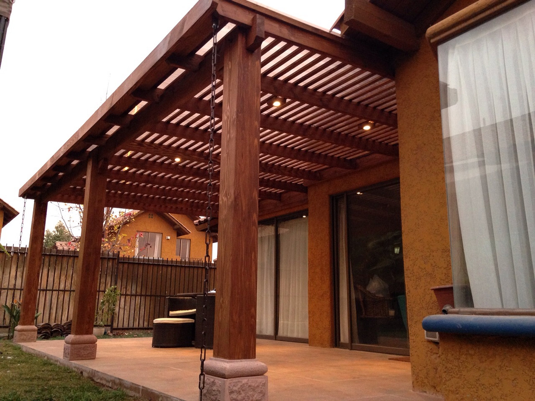 Pergolas de madera con asador styles for Cobertizo de madera ideas de disenos