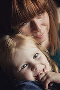 mum and daughter snuggling on the sofa - lifestyle photographe