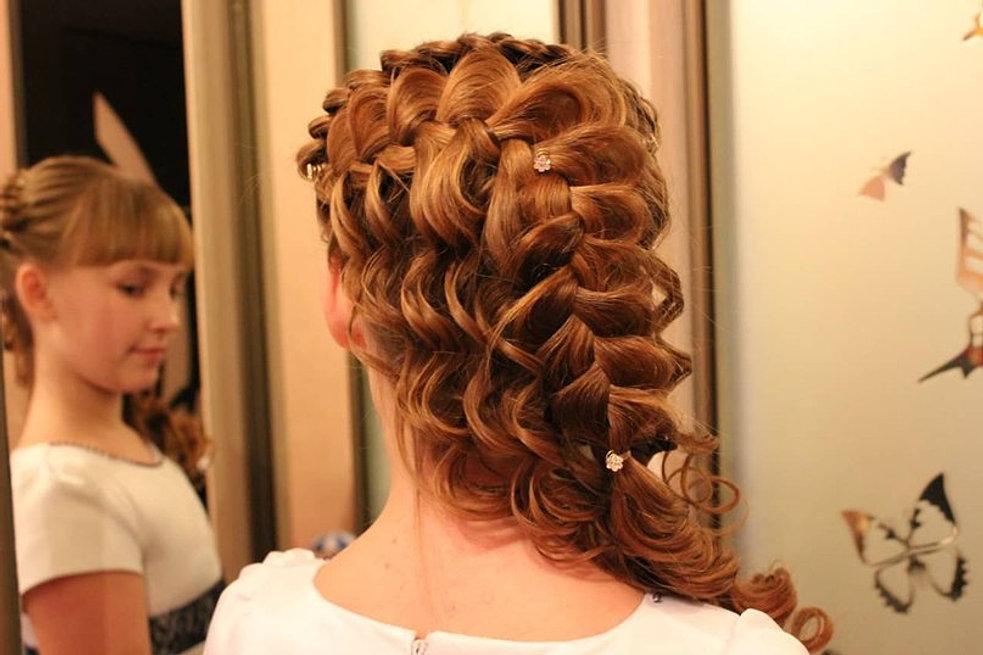 Вечерние прически на средние волосы косичками