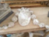 Medaillon en platte ancien représentant un profil de femme dans le gout du XVIIIe