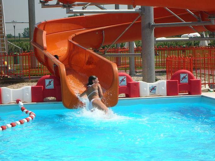 Acquapark san giorgio estate mantova piscina acquascivoli - Piscina san giorgio jonico ...