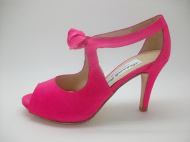 coup de cur pour son bouquet et ses chaussures les bastille roses personnalises par mademoiselle rose avec un nud orange - Chaussure Fushia Mariage