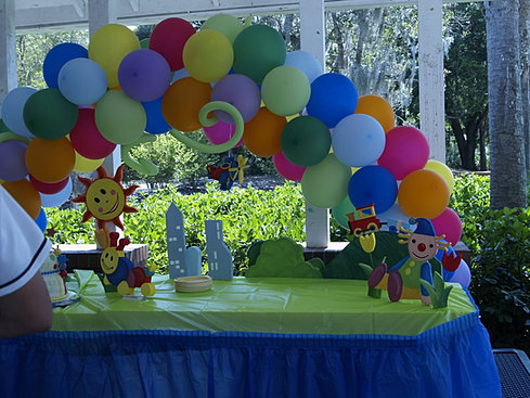 Main decorate tables for Baby einstein decoration