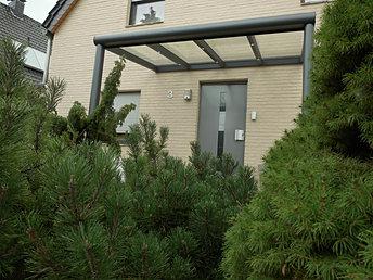 Haustür Vordach Überdachung Hilden aus Aluminium in verschiedenen Farben. Haustür Überdachung  Vordach Preise,Angebote und Lieferung auf Anfrage wegen Anfertigung.