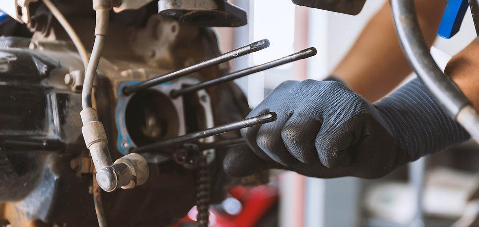 motor-style-mechanic-fixing-motorcycle-w