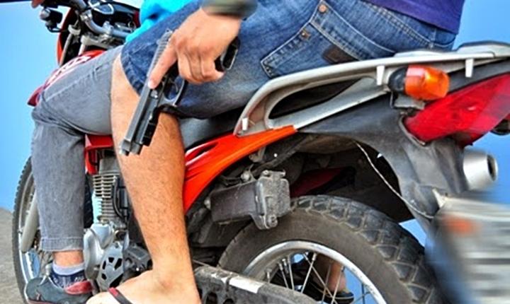 Resultado de imagem para assaltantes em motos