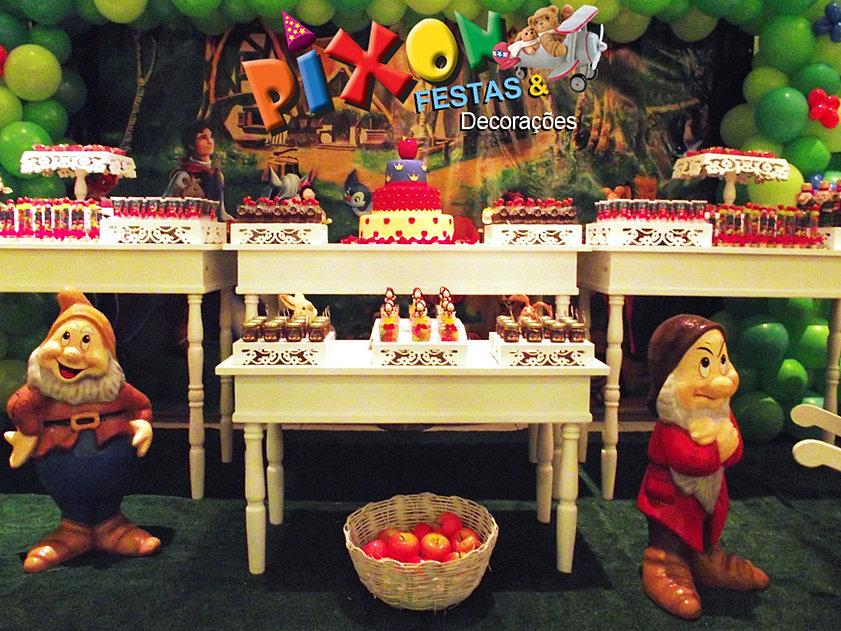 decoracao festa infantil branca de neve provencal:Branca de Neve estilo provençal, mesas, fundo de lona, arco de