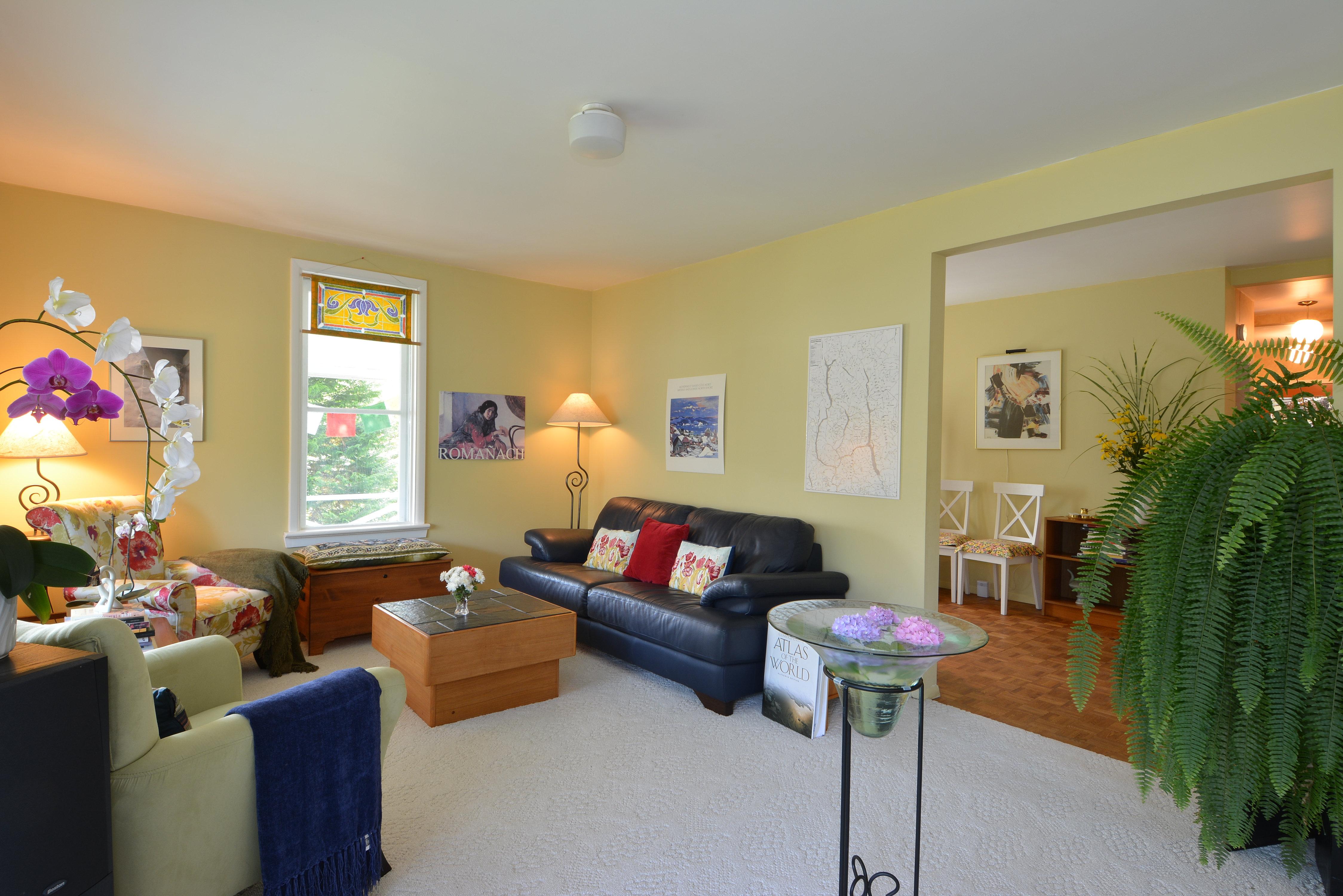 Nelson real estate john knox realtor nelson bc mls for 16 x 20 living room