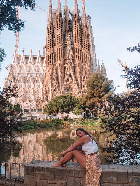 BARCELONA SHE TRAVELLED THE WORLD