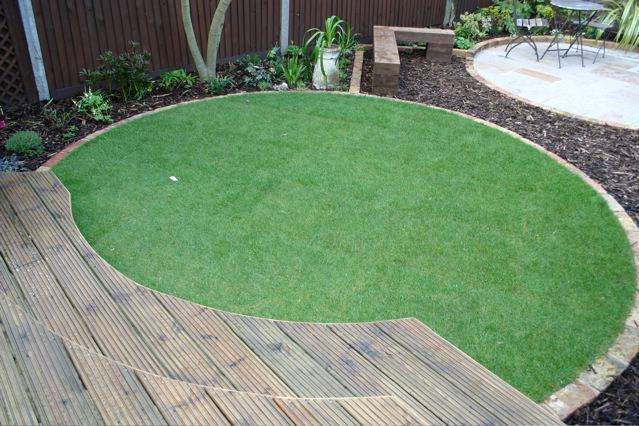 Coles jackson gardens garden design and landscaping for Circular garden decking
