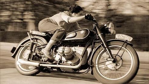 Video-Storia-BMW-Motorrad-810-459_edited
