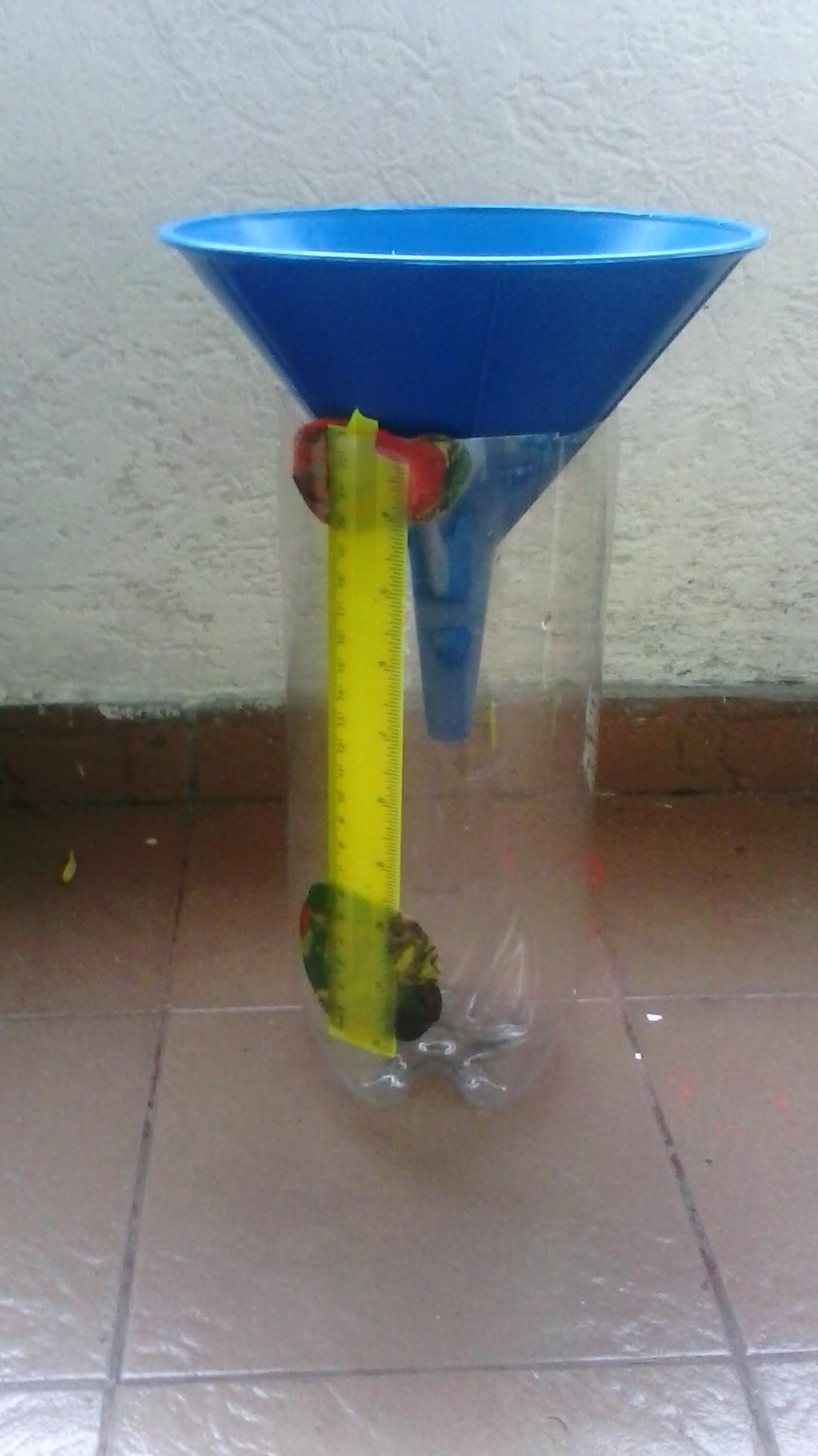 Como hacer un pluvi metro con una botella geociencias - Como fabricar un pluviometro ...