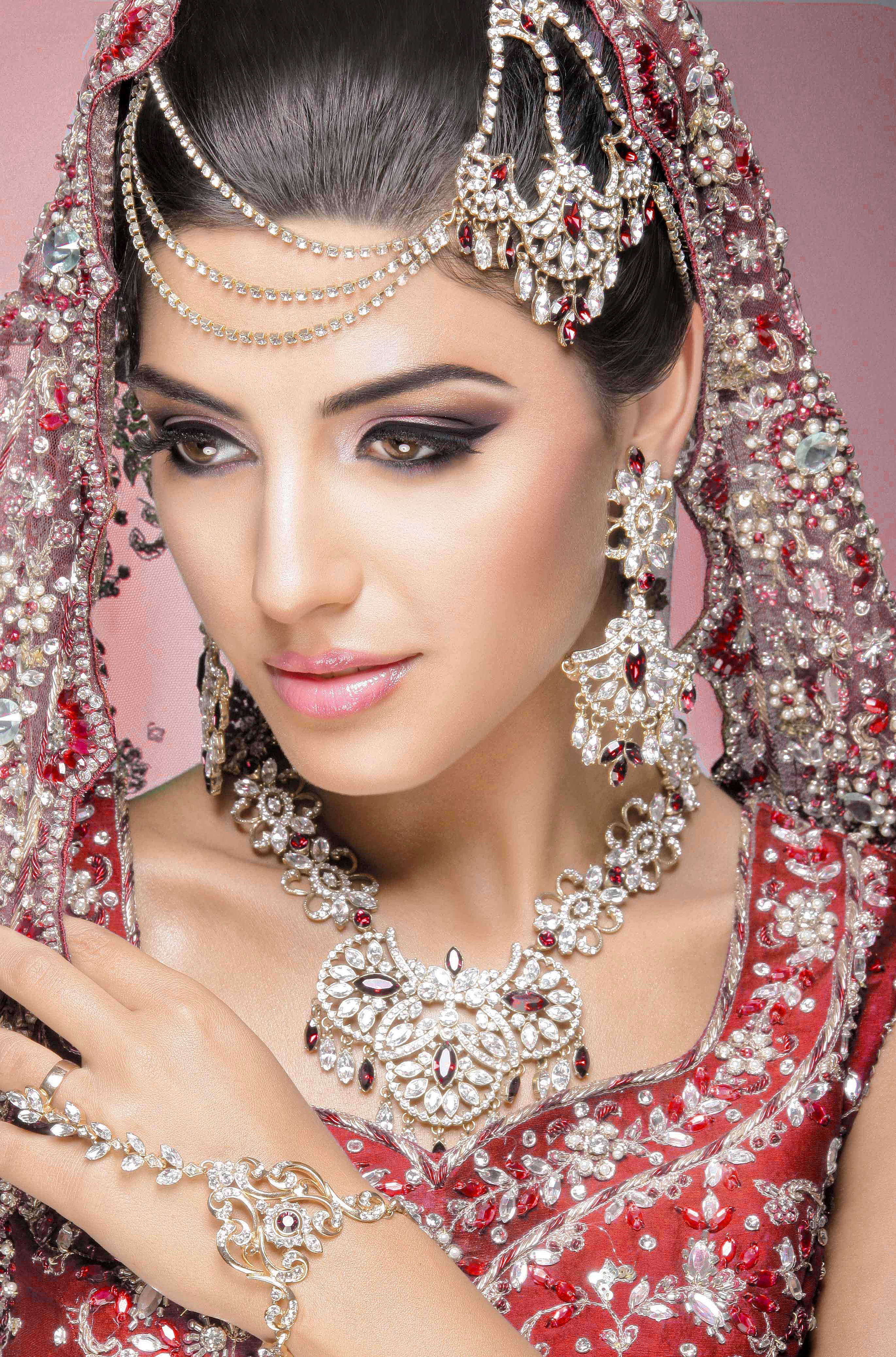 Beach Wedding Makeup Asian : Asian Bridal Makeup artist London Asian bridal makeup ...