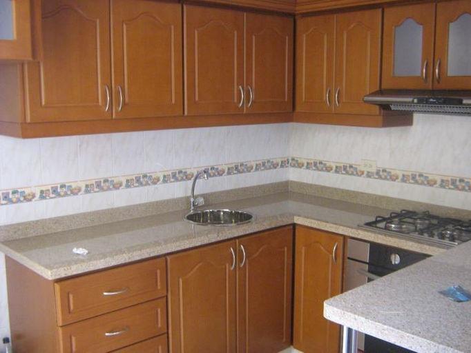 Pisos y persianas reyna homes construction and building in for Ideas de gabinetes de cocina
