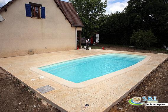 Sbi sol b ton imprim nevers le b ton d coratif durable - Plage de piscine en beton ...