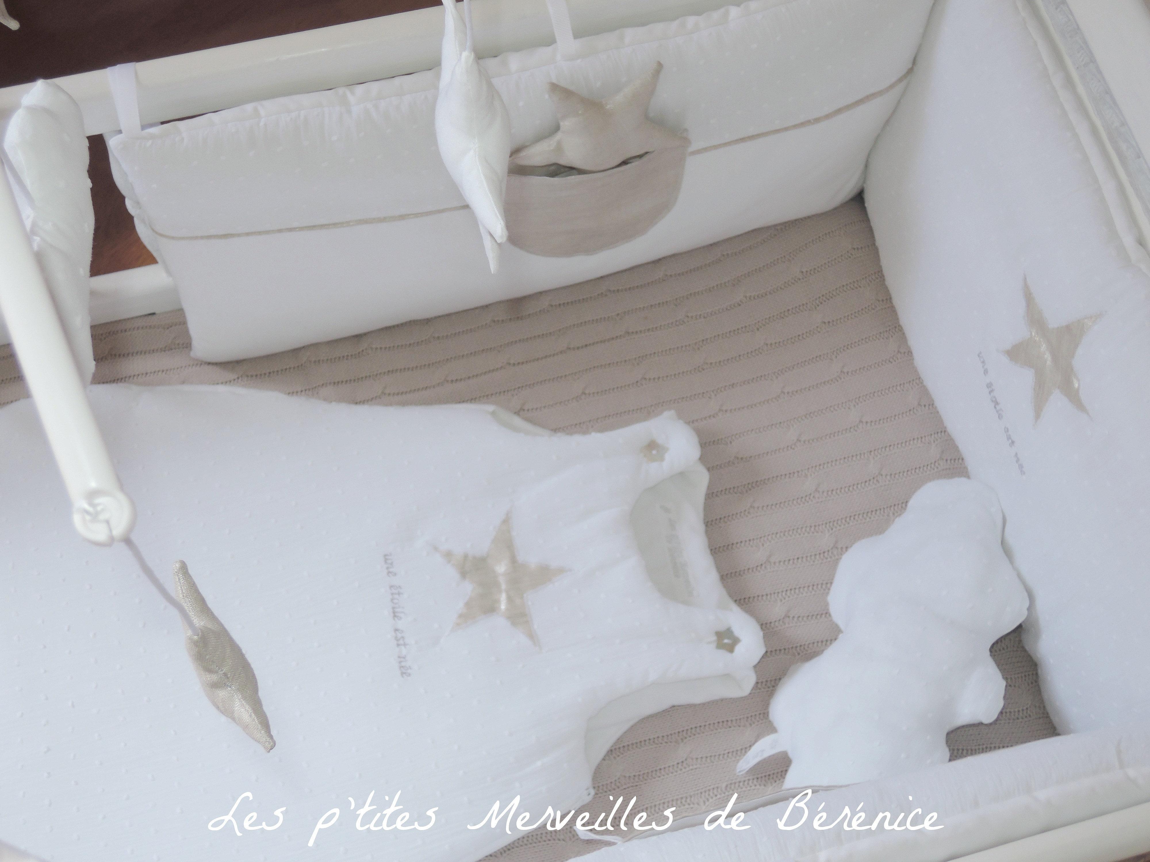 les p 39 tites merveilles de b r nice tour de lit gigoteuse une toile est n e beige dessus. Black Bedroom Furniture Sets. Home Design Ideas