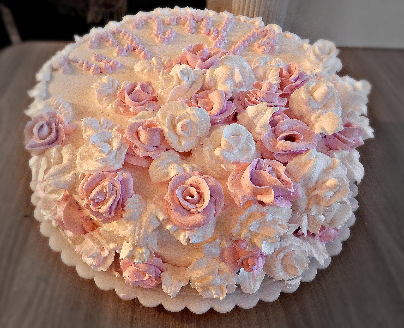 Торт со взбитыми сливками и